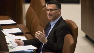 L'ancien ministre de l'Intérieur Gideon Saar à la Knesset, le 23 décembre 2013 (Crédit : Flash90)