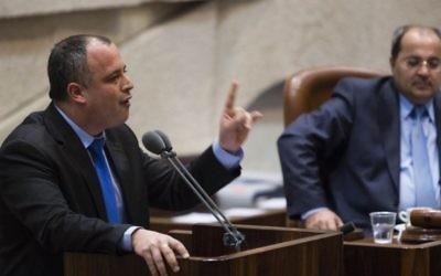 Hilik Bar, député de l'Union sioniste et vice-président du parlement, à la Knesset. (Crédit : Flash90)
