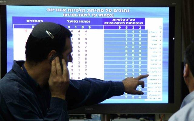 La salle de contrôle de la Commission centrale des élections à la Knesset pendant les dernières élection le 22 janvier 2013 (Crédit : Isaac Harari/Flash90)