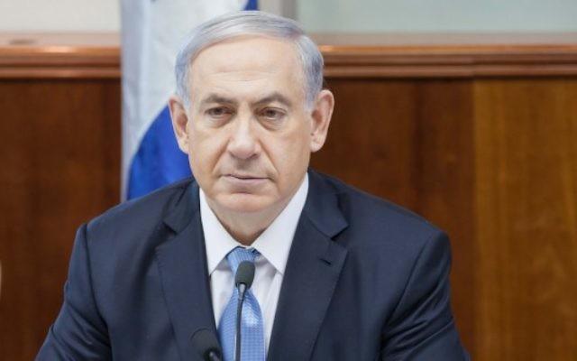 Le Premier ministre Benjamin Netanyahu lors de la réunion hebdomadaire du cabinet le 21 décembre 2014 (Crédit : Emil Salman/Pool)
