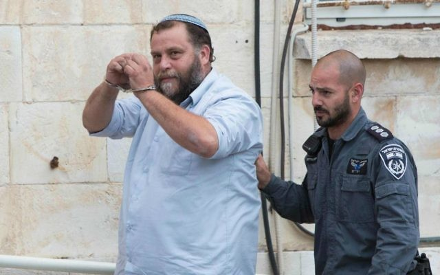 Le président de Lehava, Benzi Gopstein, amené à la cour de Jérusalem, le 16 décembre 2014. (Crédit : Yonathan Sindel/Flash90)