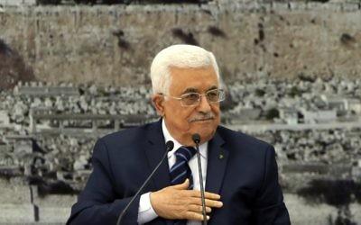 Le président de l'Autorité palestinienne Mahmoud Abbas à Ramallah le14 décembre 2014 (Crédit : AFP/Abbas Momani)