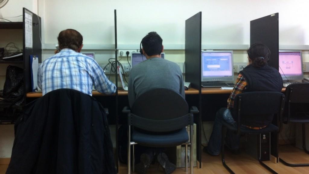 Les sondeurs au travail (Crédit : StephanMiller/TRI Strategic Research)