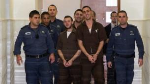 Les trois membres de Lehava suspectés d'avoir mis le feu à l'école bilingue lors de leur audience devant la cour de district de Jérusalem le 15 décembre 2014 (Crédit : Yonathan Sindel/Flash90)