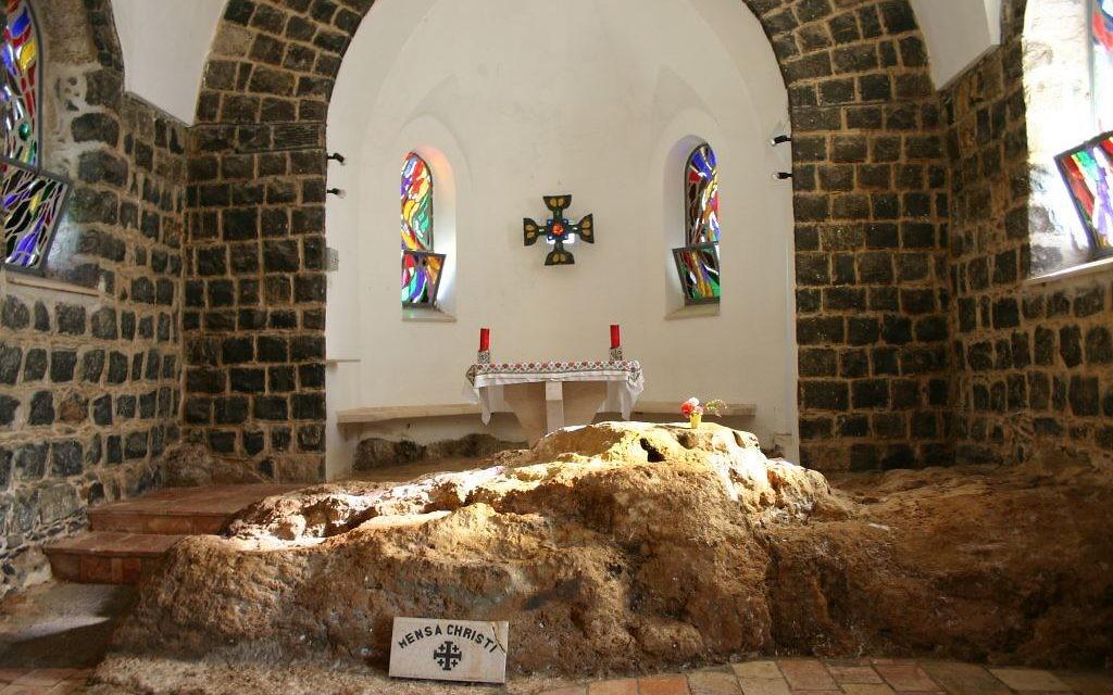 Intérieur de l'église de St. Peters Primacy (crédit photo: Shmuel Bar-Am)