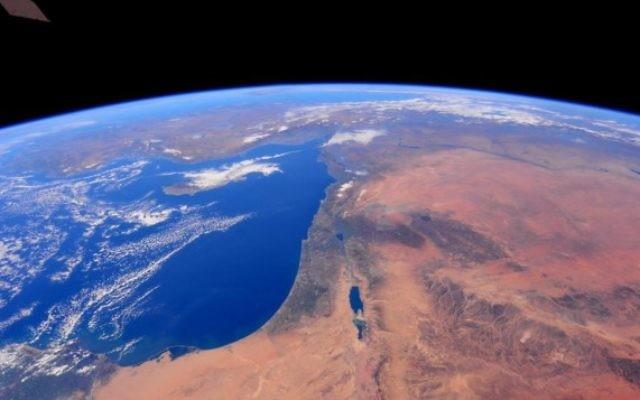 Israël vu de l'espace, comme on le voit dans une série de photos prises par l'astronaute Barry Wilmore à la Station spatiale internationale, le 25 décembre 2014. (crédit photo: NASA)