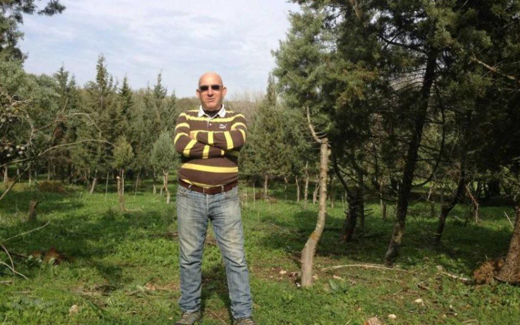 Yossi Jaeger, l'agriculteur juif qui cultive des arbres de Noël d'Israël (Crédit : Jessica Steinberg / Times of Israël)