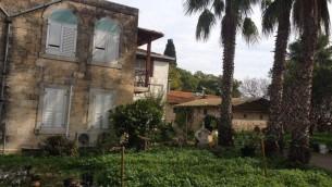 Des bâtiments de la ferme à Bethléem en Galilée (Crédit : Jessica Steinberg / Times of Israël)