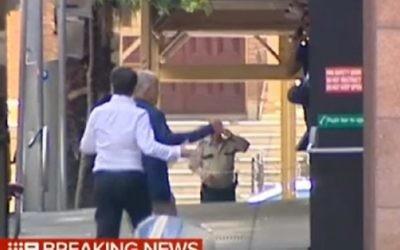 Capture d'écran de la télévision australienne montrant la prise d'd'otages à Sydney en Australie, le 15 décembre 2014.