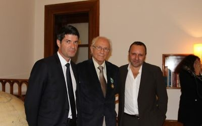 Patrick Maisonnave, ambassadeur de France en Israël, M. Zeev Sternhell, historien, et Olivier Rubinstein, conseiller de coopération et d'action culturelle et  Directeur de l'Institut français d'Israël (Crédit : ambassade de France)