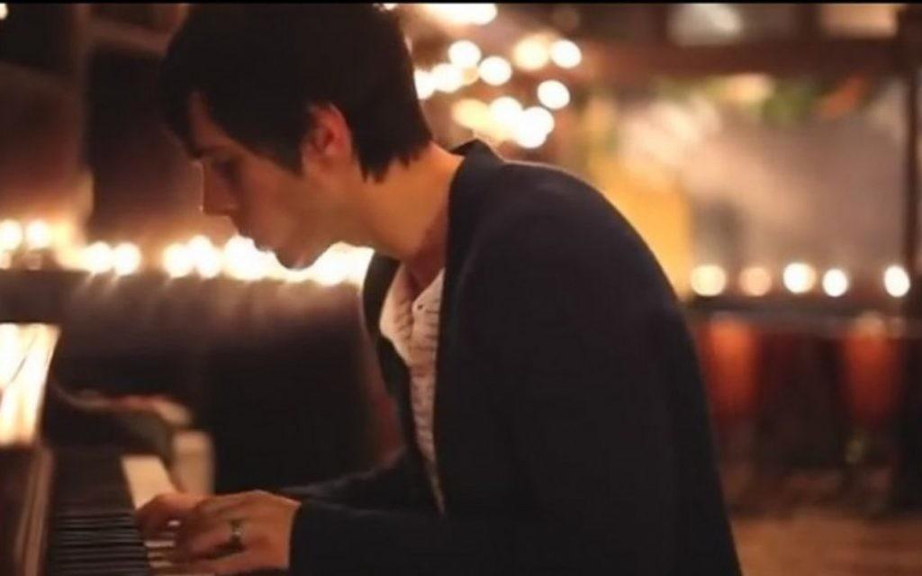 Cloverton dans la vidéo de la bande pour 'Hallelujah' (Crédit : Youtube capture d'écran)