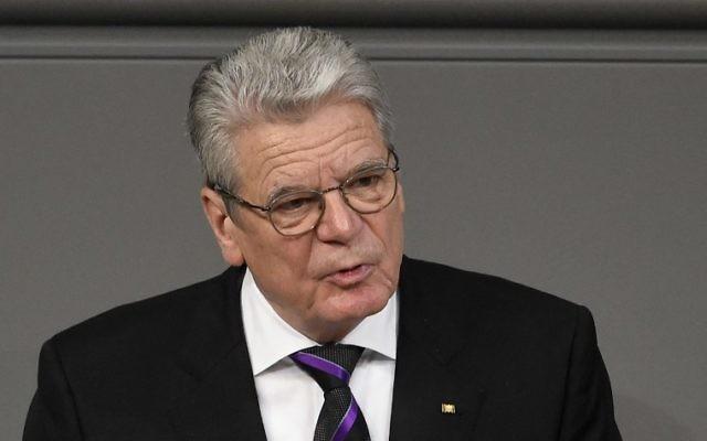Le président allemand, Joachim Gauck, lors de son discours au Bundestag le 27 janvier 2015 pour commémorer les victimes de l'Holocauste (Crédit :  AFP / TOBIAS SCHWARZ)