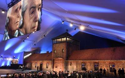 Le hall qui accueille la cérémonie des 70 ans de la libération du camp d'Auschwitz (Crédit : AFP)