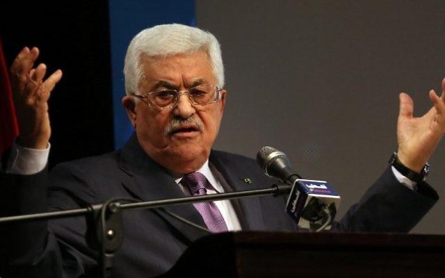 Le président de l'AP Mahmoud Abbas au cours d'un discours à Ramallah, le 4 janvier 2015 (Crédit : AFP/ ABBAS MOMANI)