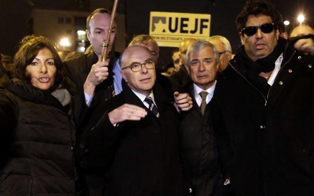 De gauche à droite Anne Hidalgo, Bernard Cazeneuve,  Claude Bartolone et Meyer Habib- 10 JANVIER 2015 (Crédit : AFP)