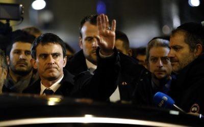 Manuel Valls au rassemblement organisé à St-Mandé - 10 janvier 2015 (Crédit : AFP)