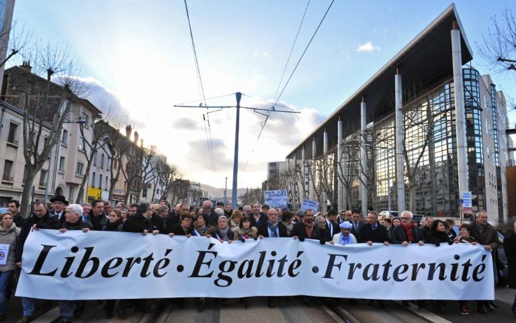 Près de 50 000 ont participé à une manifestation dans la ville de Clermont-ferrand le 11 janvier 2015 (Crédit: AFP/THIERRY ZOCCOLAN)