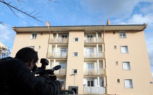 L'immeuble dans lequel les Russes tchétchènes étaient suspectés de préparer un attentat (Crédit : PASCAL GUYOT / AFP)