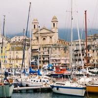 Vue sur le port de Bastia, en Corse. (Crédit : Domaine public)