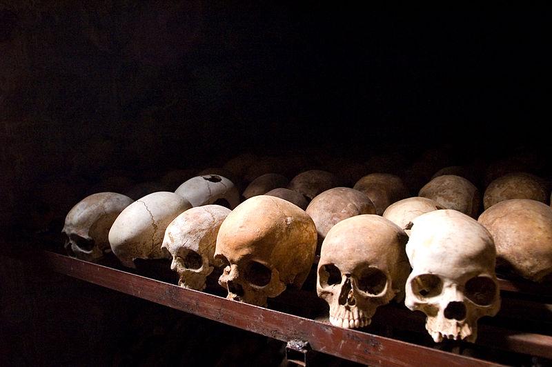 Crânes de victimes du génocide rwandais (Crédit : Fanny Schertzer/Wikimedia commons/ CC BY SA 3.0)