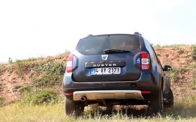 Capture d'écran d'une voiture Dacia (Crédit YouTube)