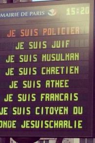 Les panneaux d'affichage parisiens - 11 janvier 2015  (Crédit : Flavie Bitan/Facebook)