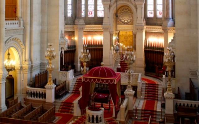 L'intérieur de la synagogue de la rue de la Victoire à Paris (Crédit : capture d'écran http://www.lavictoire.org)
