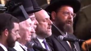 Capture d'écran des rabbins présents à Auschwitz (Crédit : France 2)