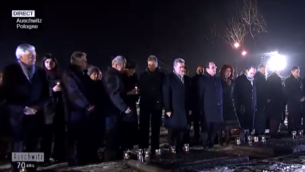 Capture d'écran des chefs d'État devant la bougie allumée - 27 janvier 2015 (Crédit : France 2)