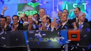 Le personnel et les responsables de CyberArk Nasdaq célèbrent leur entrée en bourse  (Photo credit: Courtesy)