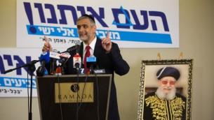 Eli Yishai  lors d'une conférence de presse à Jérusalem le 15 décembre (Crédit : Yonatan Sindel/Flash90)