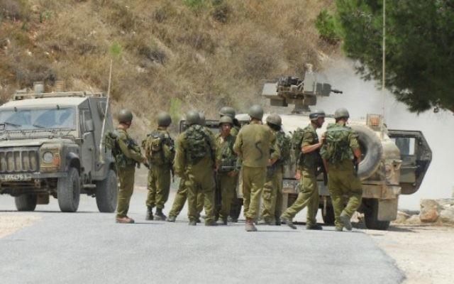 Des soldats israéliens à la frontière libanaise (Crédit : Flash90)