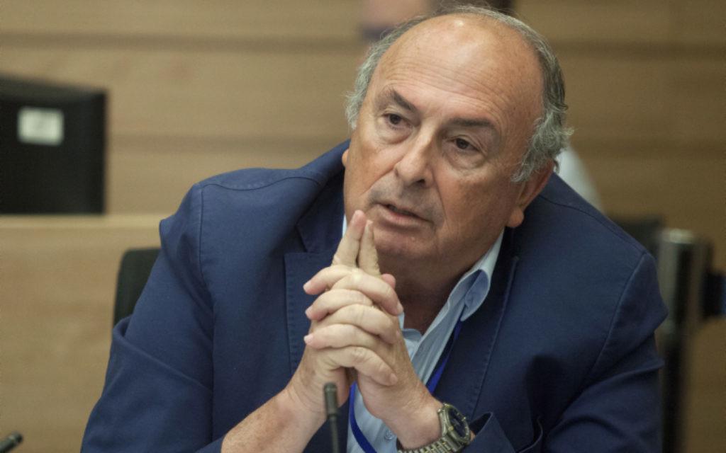 Elie Alalouf, député Koulanou et président de la commission de la santé, du travail et des affaires sociales de la Knesset, le 30 juin 2014. (Crédit : Flash90)