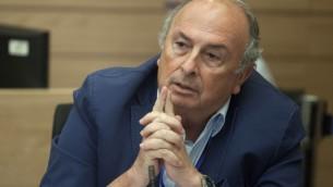 Elie Alaluf, député Koulanou et président de la commission de la santé, du travail et des affaires sociales de la Knesset, le 30 juin 2014. (Crédit : Flash90)
