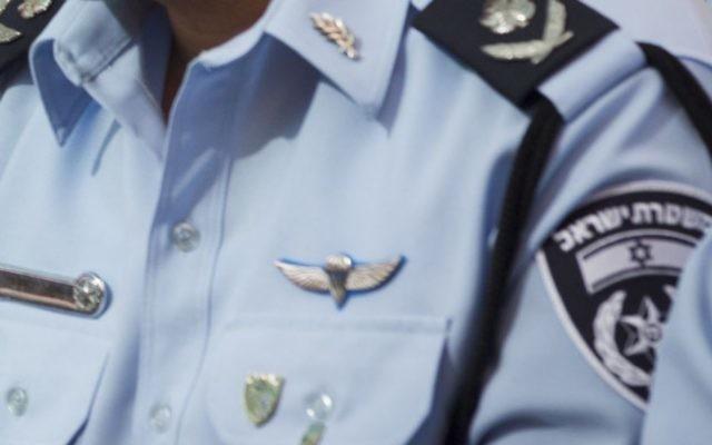 Un policier israélien en uniforme. (Crédit : Miriam Alster/Flash90)