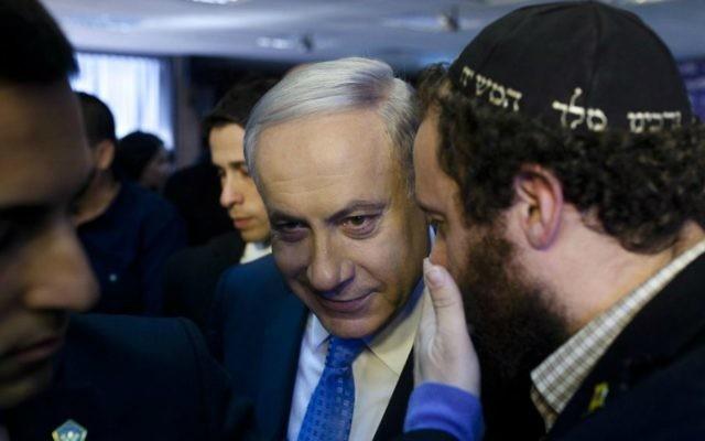 Benjamin Netanyahu à une conférence de presse à Tel Aviv, 1er janvier 2015. (Crédit : Amir Levy/Flash90)
