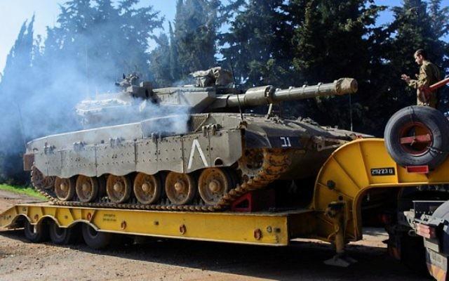 Les forces de Tsahal dans les hauteurs du Golan le 20 janvier 2015, deux jours après l'attaque sur la Syrie dans laquelle plusieurs membres du Hezbollah ont été éliminés. (Crédit : Basal Awidat / Flash90)