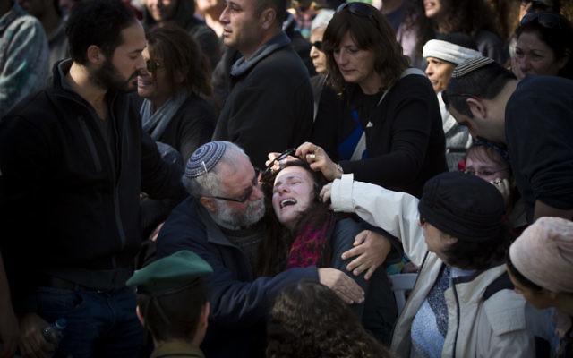 Funérailles du capitaine Yochai Kalangel, 25 ans, au cimetière militaire du mont Herzl à Jérusalem - 29 janvier 2015 (Crédit : Flash 90)