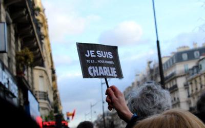 Nous sommes tous Charlie lors du rassemblement du 11 janvier 2015 en commémoration aux victimes des attaques de Paris (Crédit : Glenn CLoarec/Times of Israel)