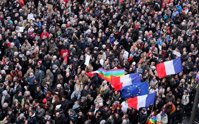 La foule défilant le 11 janvier 2015 lors de la Marche républicaine. (Crédit : Glenn Cloarec/Times of Israel)