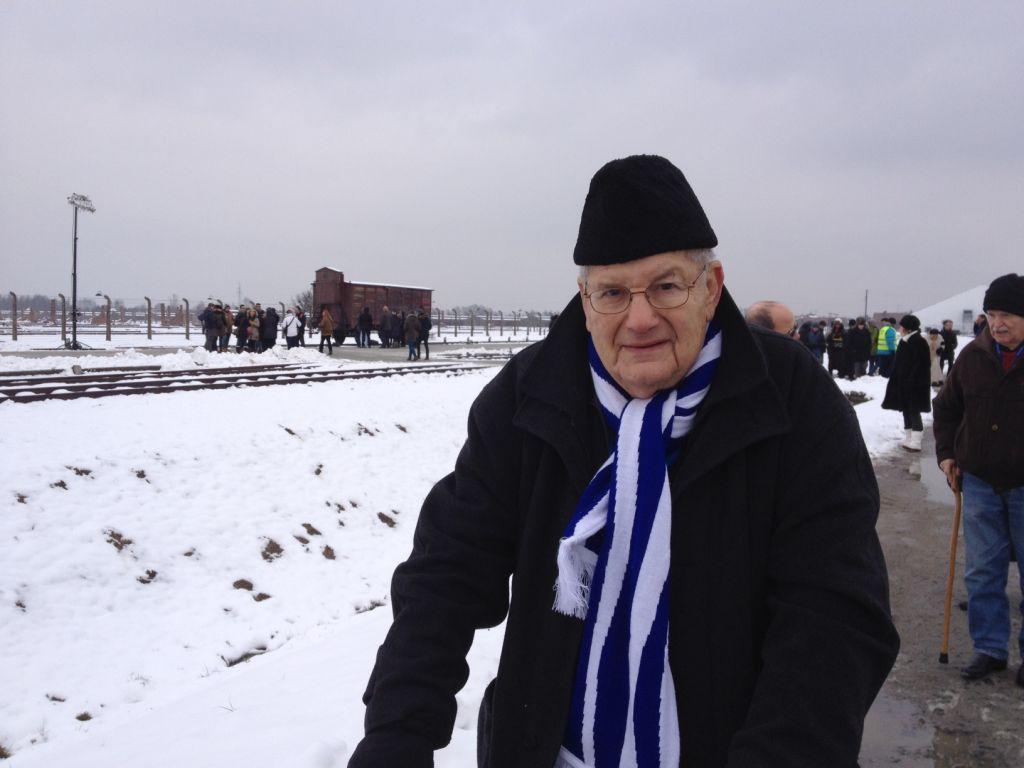 David Salz, 86 ans, a été emmené à Auschwitz à Berlin en 1942 (Crédit : Amanda Borschel-Dan/The Times of Israel)