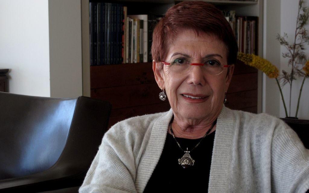 L'historienne Anita Shapira chez elle à Tel Aviv (Crédit : Aurèle Medioni)