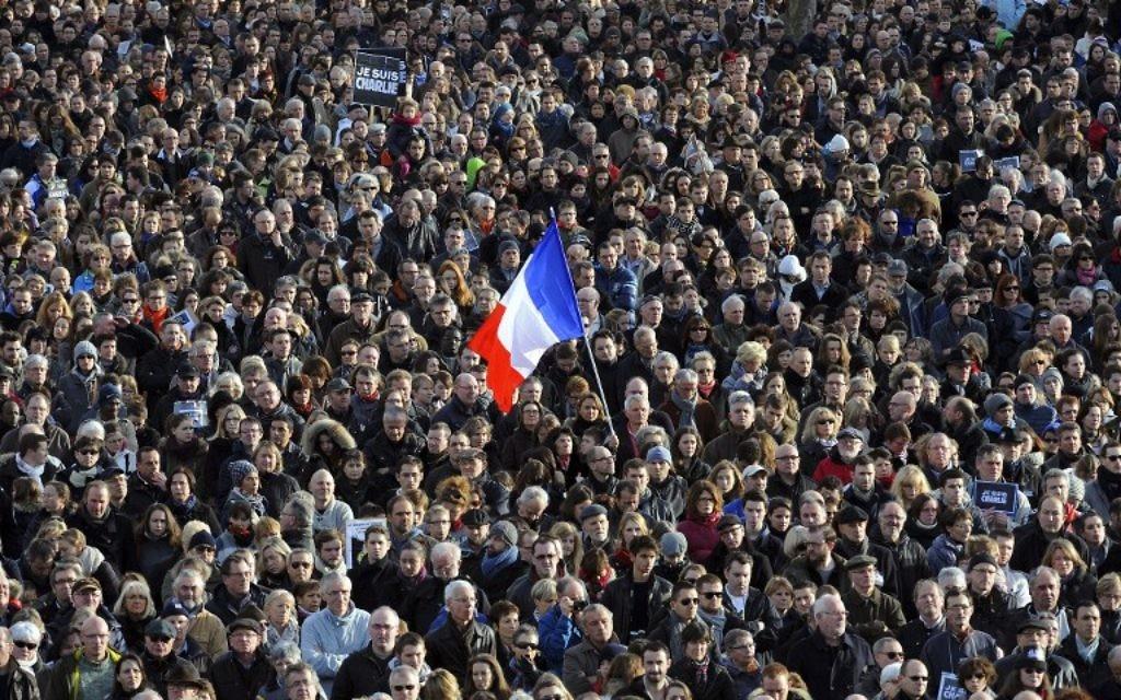 Rassemblement pour la Marche républicaine le 11 janvier 2015 sur la place de la République (Crédit : JEAN-FRANCOIS MONIER/AFP)