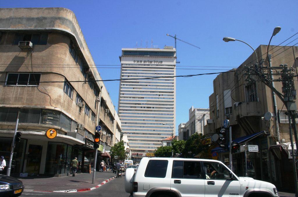 La tour Shalom (Crédit : Shmuel Bar-Am)