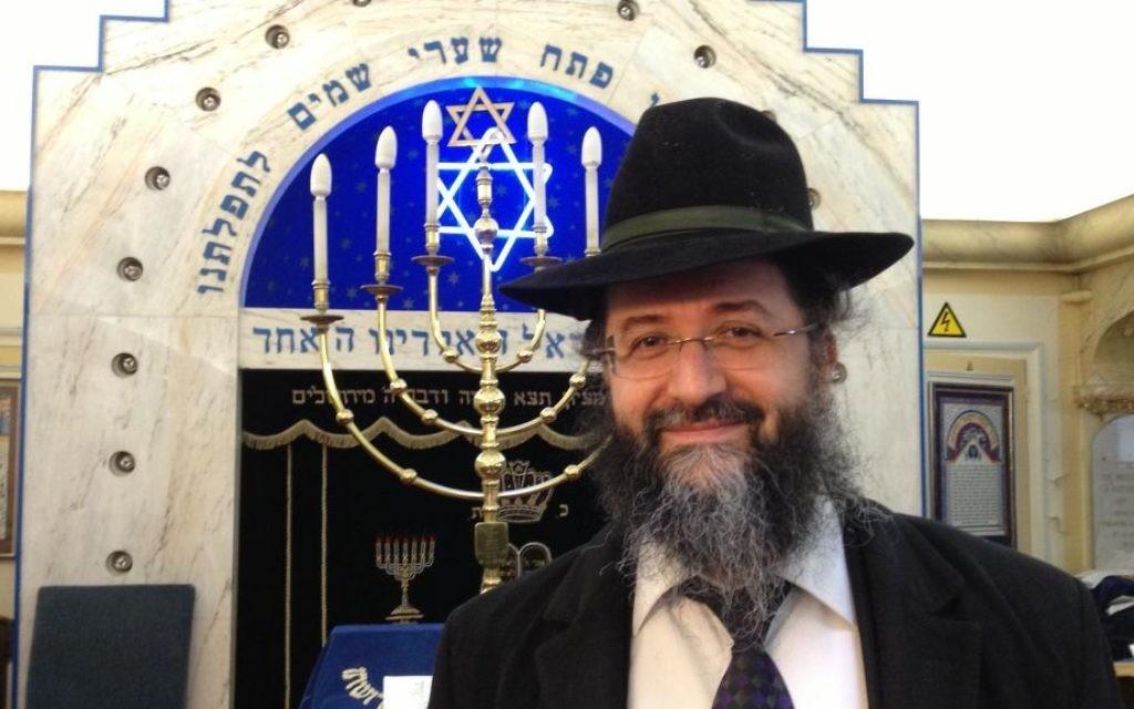 Le Rabbi Mevorah Zerbib devant la synagogue dans le nord de Paris 12 janvier 2015. (Crédit : Elhanan Miller/Times of Israel)