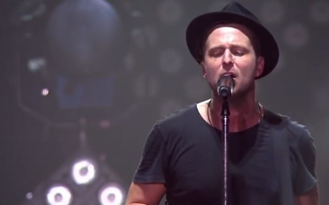 Le chanteur de One Republic, Ryan Tedder (Crédit : capture d'écran YouTube)