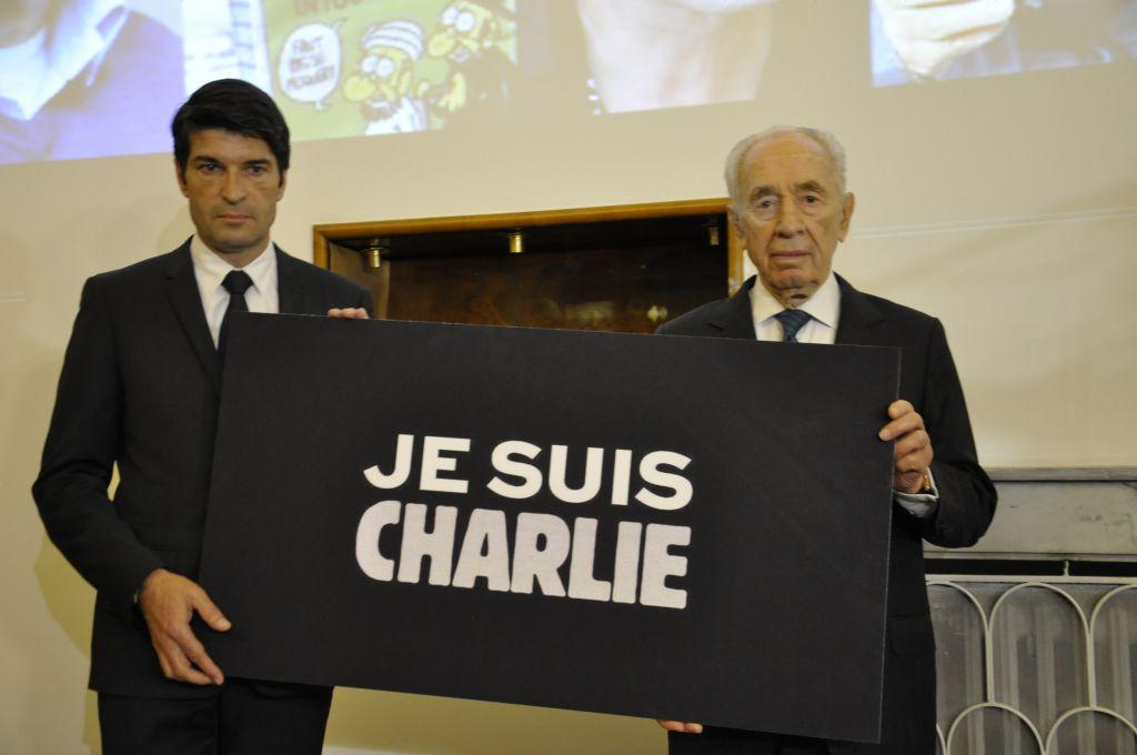 Patrick Maisonnave et Shimon Peres le 08/01/2015 (Crédit : Illana Attali/Times of Israel)