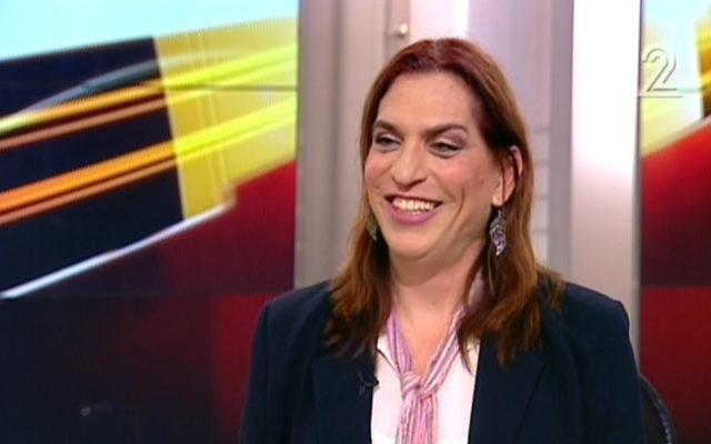 Ronit Liran-Shaked, une avocate qui a pu changé son sexe sur sa carte d'identité bien que n'ayant pas subi d'intervention chirurgicale. (Crédit : capture d'écran: Deuxième chaîne)