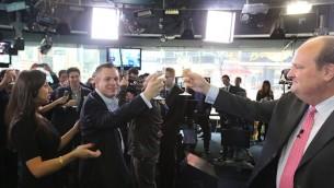 L'équipe Wix trinque à leur entrée en bourse (Photo : Courtesy Wix)