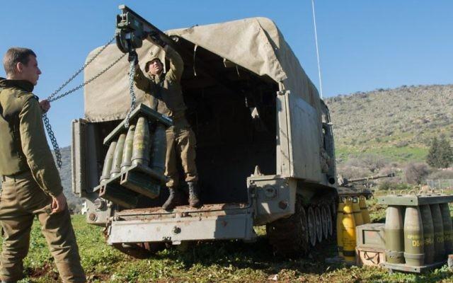 L'armée israélienne renforce sa présence dans le nord d'Israël le 21 janvier 2015, suite à un raid aérien dans lequel plusieurs membres du Hezbollah ont été tués. (Crédit : Basal Awidat / Flash90)